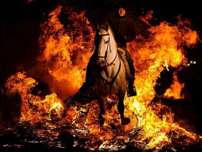 Espectáculo Ecuestre Nocturno: Garrochas de Fuego